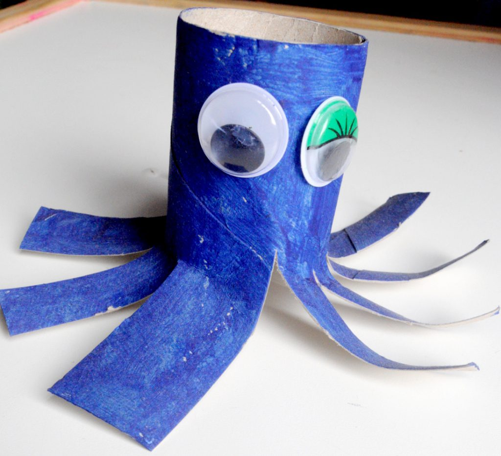 crafting activities for children - what you can make with a paper roll