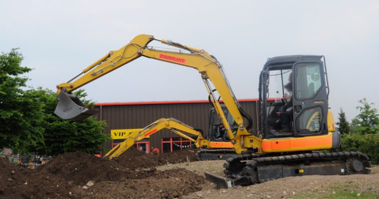 A day out with kids at Diggerland (Kent) – playing on a construction site