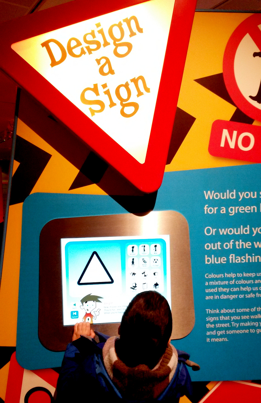 Kids playing with colours at Horniman Museum in London