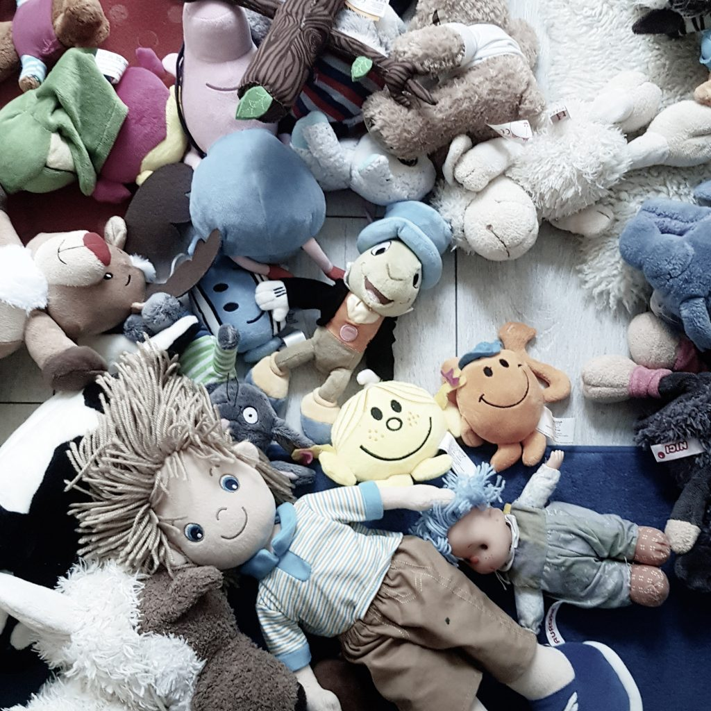 How do you get rid of too many toys and reach toy minimalism?